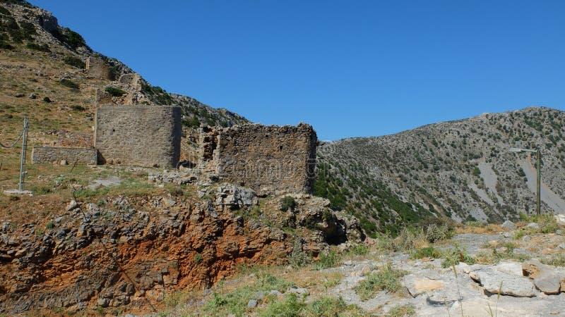 Structures antiques sur la montagne photographie stock
