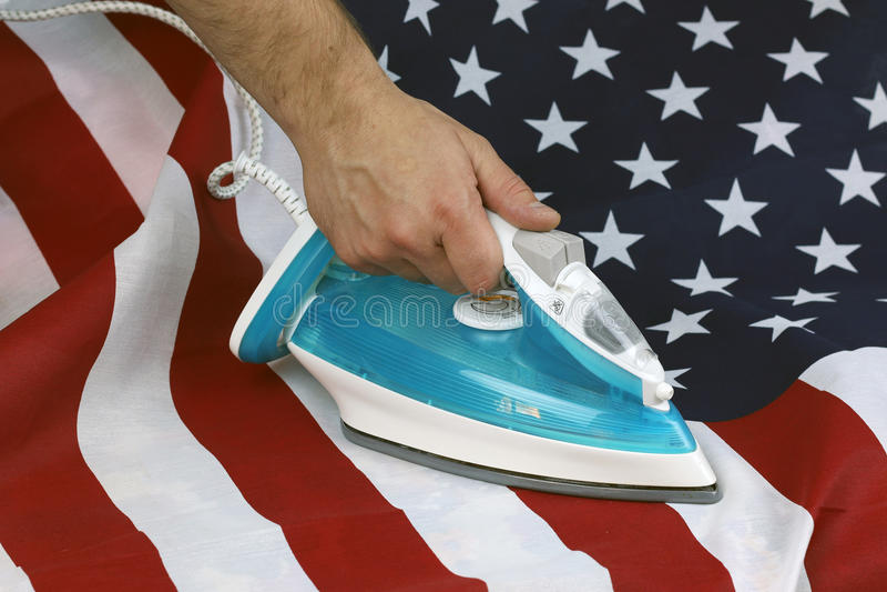 Struken skrynklig USA-flagga arkivbilder