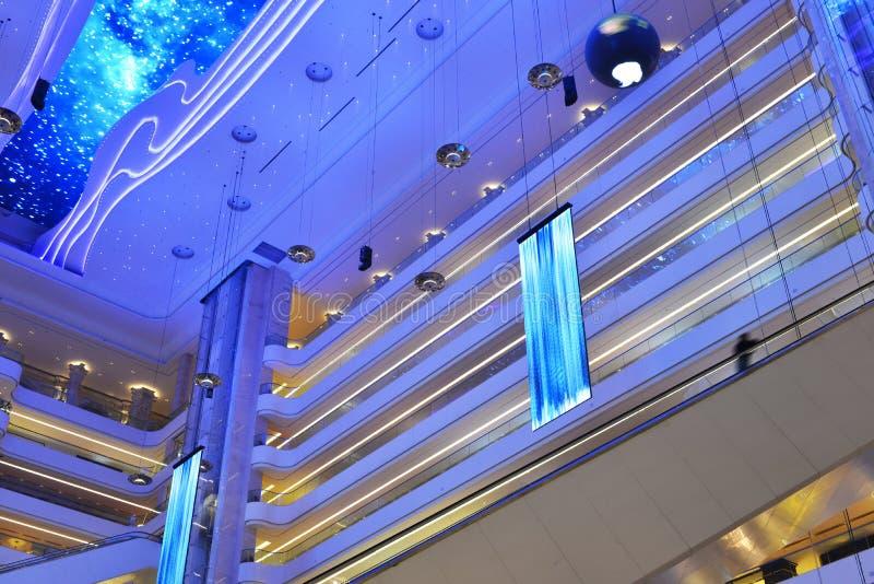 Struktur av modern kommersiell byggnad royaltyfri fotografi