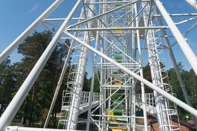 Struktur des Stahldachrahmens f?r Hochbau auf Himmelhintergrund lizenzfreies stockbild