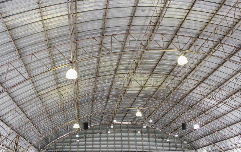 Struktur för Carpark metalltak, stålindustribyggnad royaltyfri foto