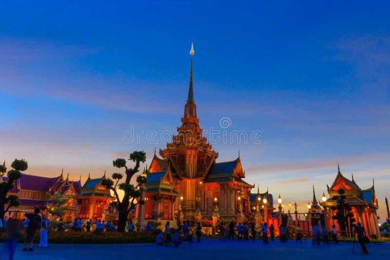 Struktur för kremering för skymningtid kunglig, Bangkok Thailand royaltyfria bilder