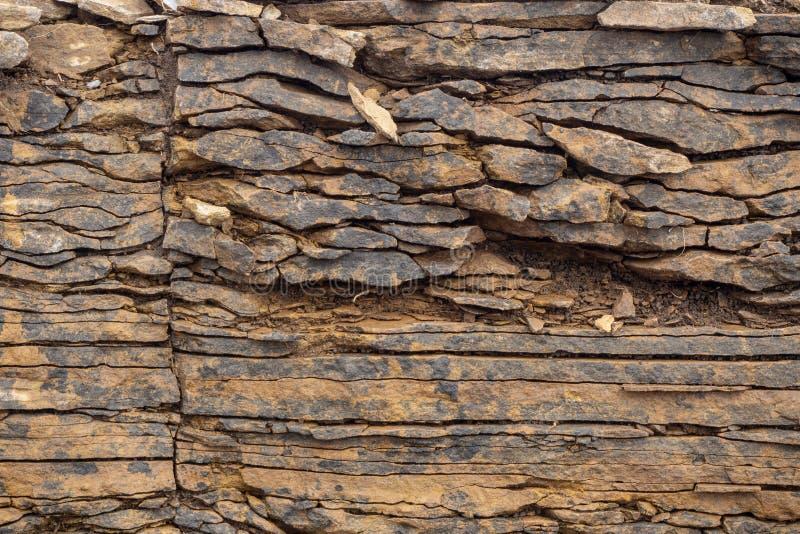 struktura abstrakcyjny t?o Warstwy i pęknięcia w osadowych skałach na skale obraz royalty free