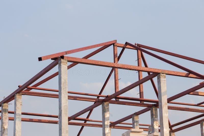 Struktureller Stahlträger auf Dach des Errichtens von Wohn-constructi stockfotos