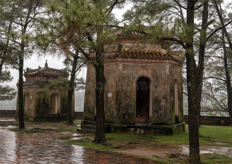 Strukturerar en en sida av den Thien Mu pagoden, tonen, Vietnam arkivfoton