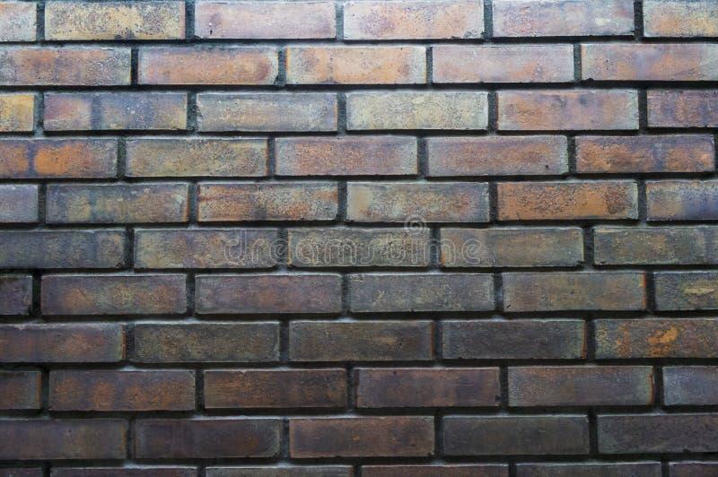 Strukturierter Hintergrund des alten Backsteinmauermusters Abbildung der roten Lilie lizenzfreie stockfotos