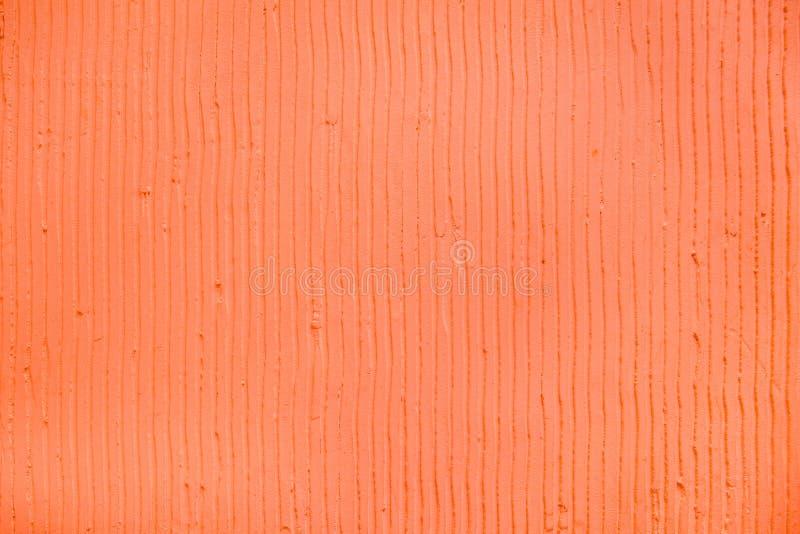 Strukturierter korallenroter Hintergrund mit vertikalen Linien und Streifen des Gipses lizenzfreies stockfoto