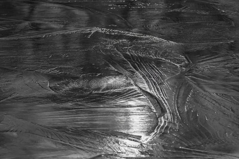 Strukturiertes Eis des gefrorenen Teichs stockbilder
