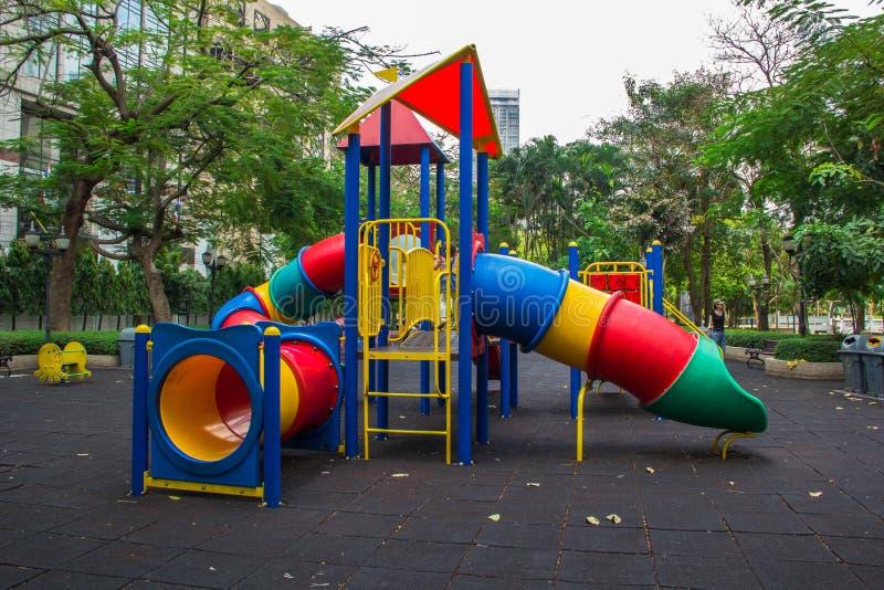 Strumentazione Colourful del campo da giuoco dei bambini immagine stock