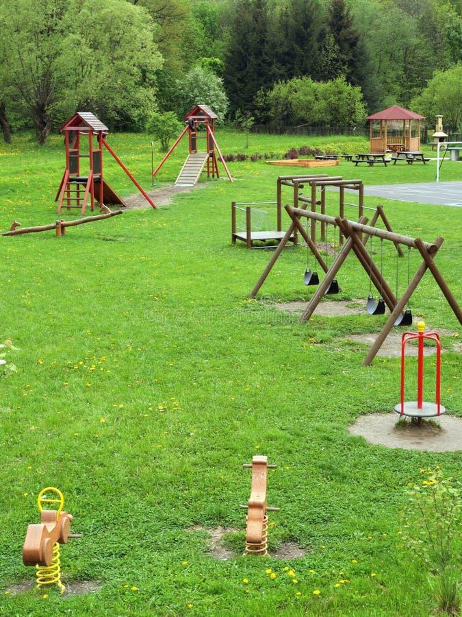 Strumentazione del campo da giuoco per i bambini fotografia stock