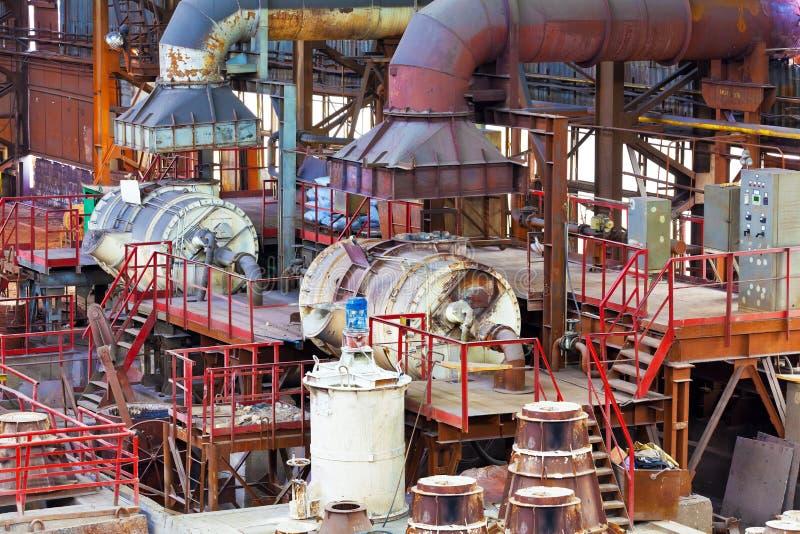 Strumentazione della fonderia nel capannone del pezzo fuso fotografia stock libera da diritti