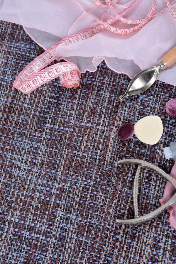 Strumenti di cucito e rifornimenti di cucito, accessori che creano un nuovo modo immagine stock
