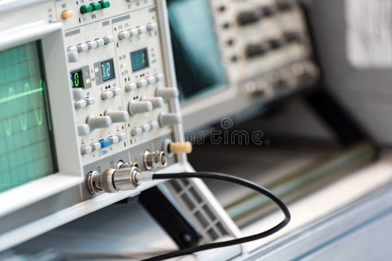 Strumenti di misura digitali moderni Attrezzatura ad alta frequenza fotografia stock