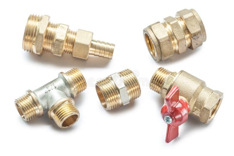 Strumenti Di Plumbing Connettori Di Brass Pipe Isolati Sullo Sfondo Bianco fotografie stock