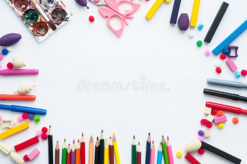 Strumenti e giocattoli per i giochi e lo sviluppo del ` s dei bambini fotografie stock libere da diritti