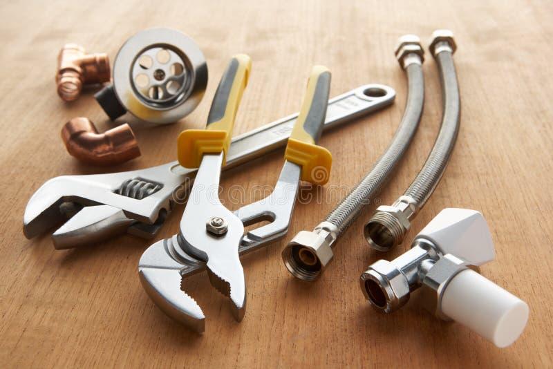 Strumenti e materiali dell'impianto idraulico immagini stock