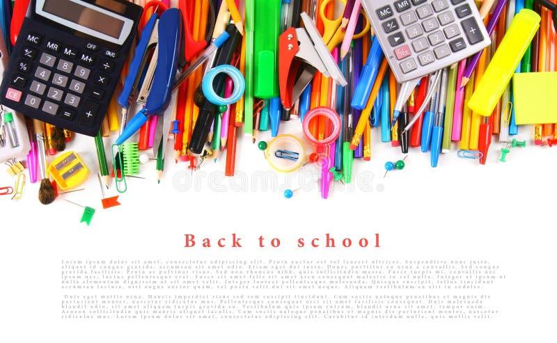 Strumenti ed accessori della scuola su fondo bianco immagini stock libere da diritti