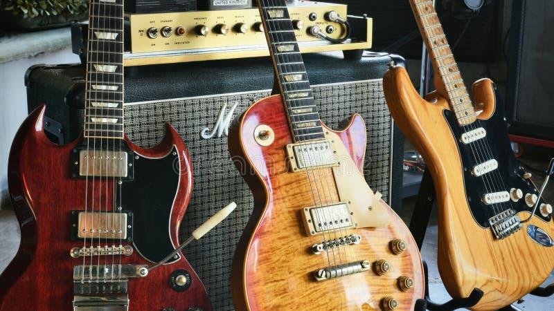 Strumenti ed amplificatori leggendari di rock-and-roll del ` di storia della roccia del ` immagine stock libera da diritti