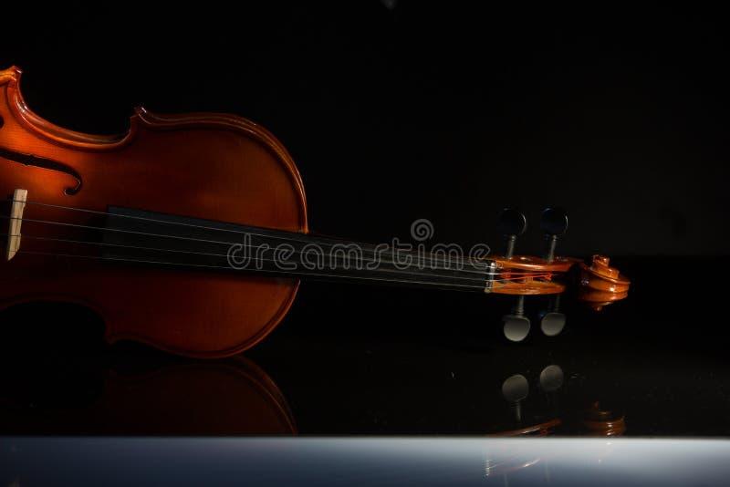 Strumenti musicali d'annata dell'orchestra del violino fotografie stock libere da diritti