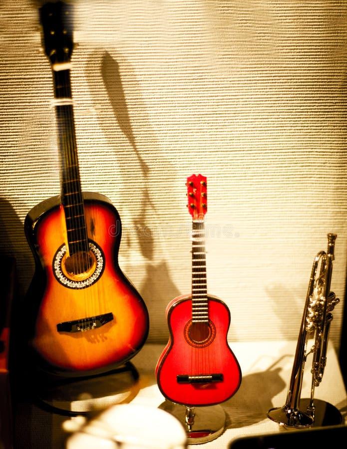 Strumenti musicali miniatura fotografie stock libere da diritti