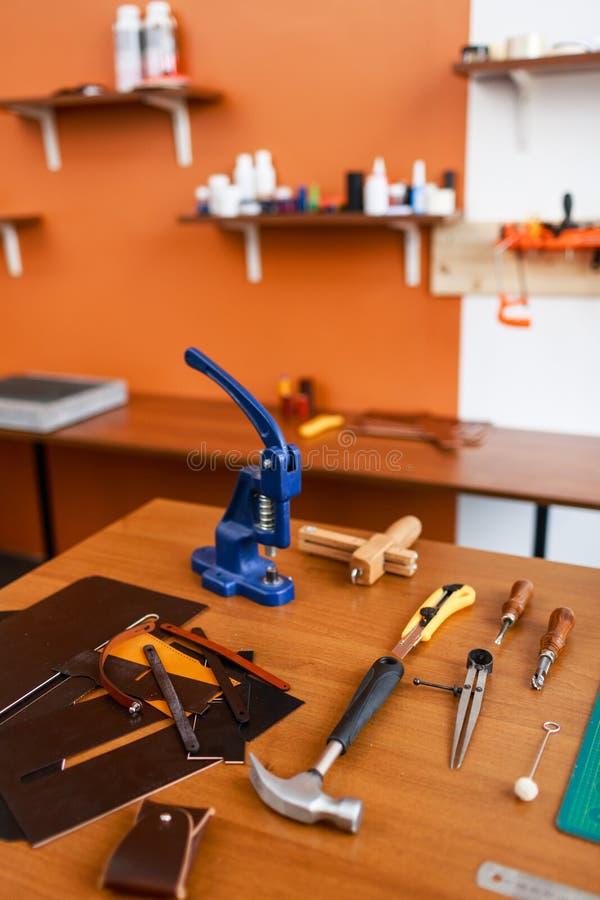 Strumenti per leathercraft immagine stock