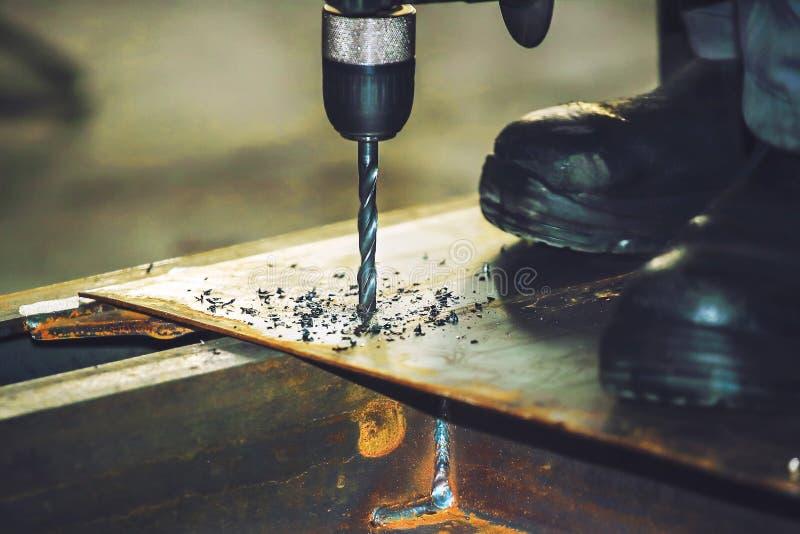 Strumento di perforazione della lamina di metallo Fondo di produzione per le società di costruzioni immagine stock libera da diritti