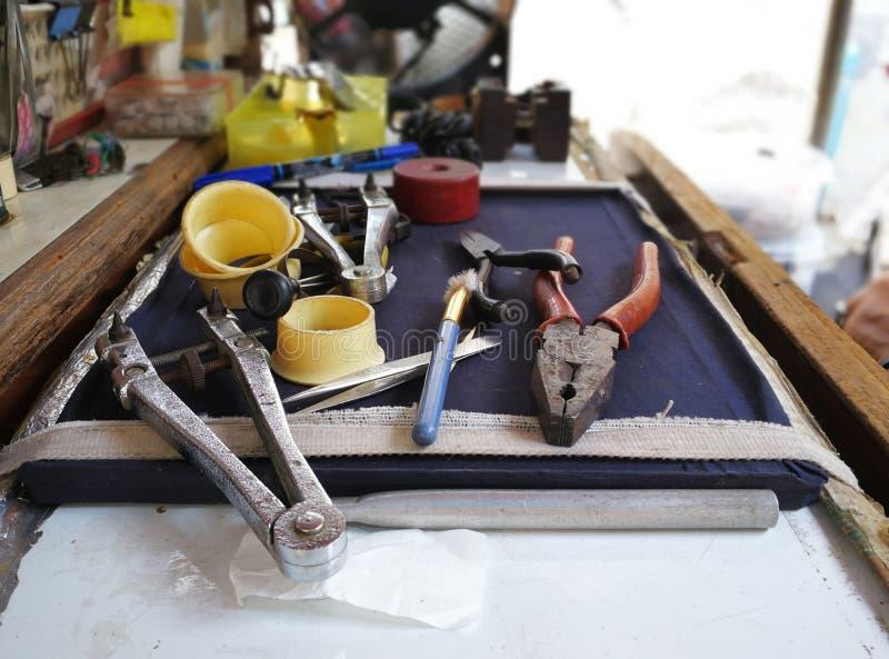 Strumento di riparazione dell'orologio fotografie stock libere da diritti