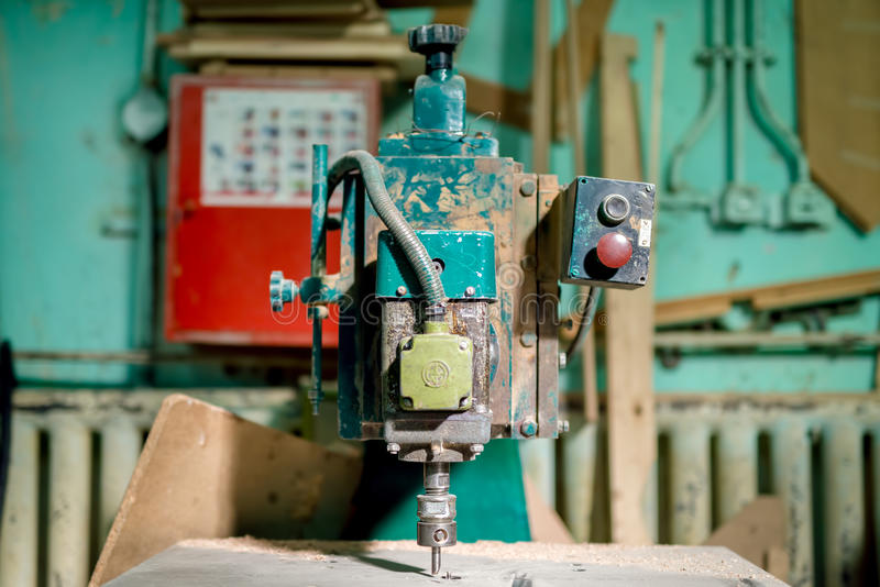 Strumento industriale di fresatura alla fabbrica locale Tornio manuale, strumenti immagine stock libera da diritti