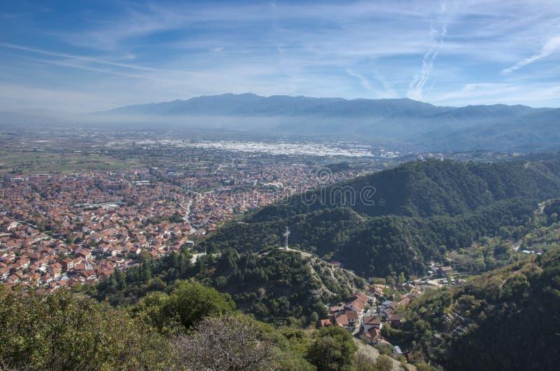 Strumica Makedonien - panorama - sikt från över royaltyfria bilder