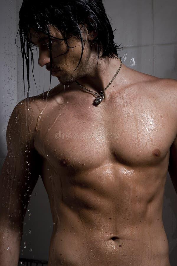 strumieni mężczyzna woda zdjęcia royalty free