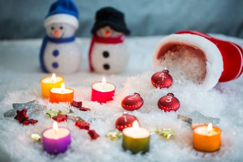 Strumpor med cCandles, julbollar och snö för garnering fotografering för bildbyråer