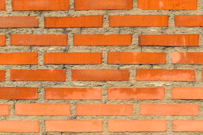 Struttura arancio del muro di mattoni con calcestruzzo fra loro Spazio della copia libera immagini stock libere da diritti