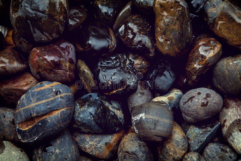 Struttura bagnata di pietra naturale del fondo del primo piano fotografia stock