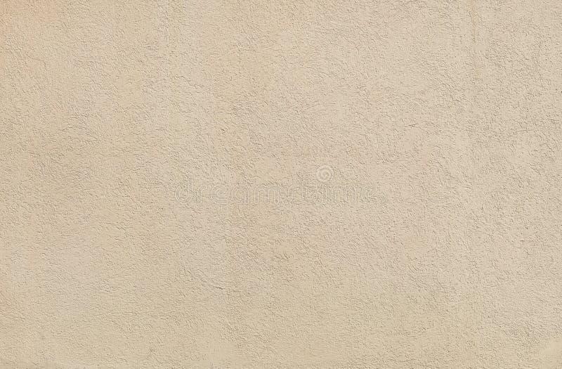 Struttura beige dello stucco della parete in un giorno soleggiato come fondo fotografia stock libera da diritti