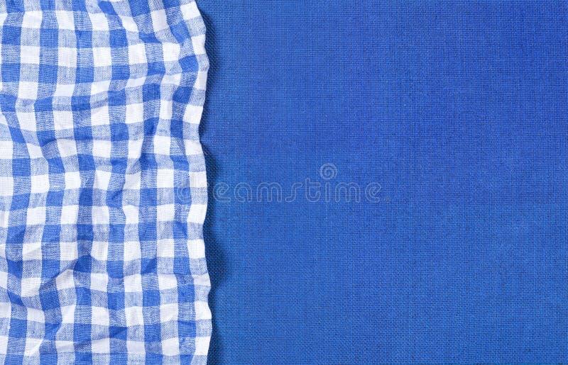 Struttura blu con il tovagliolo a quadretti blu, vista superiore della tela immagine stock libera da diritti