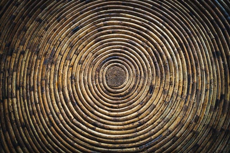 Struttura circolare di una ciotola di bambù immagine stock