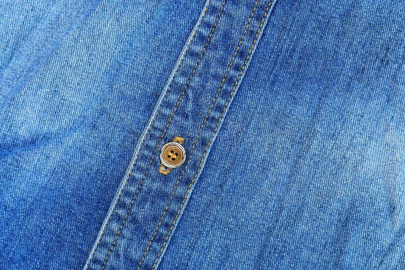 struttura classica delle blue jeans con il bottone per il modello e il backgroun immagine stock libera da diritti