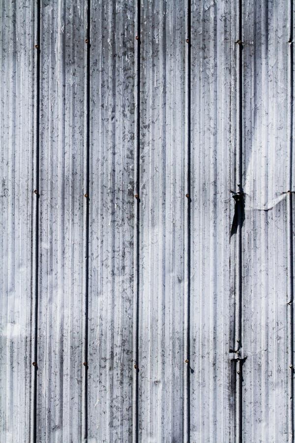 Struttura d'acciaio della parete con l'ammaccatura dal lato; royalty illustrazione gratis