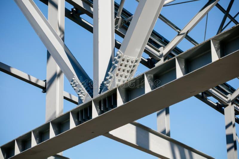 Struttura d'acciaio di nuova costruzione nella costruzione - dettaglio unito della trave immagine stock libera da diritti