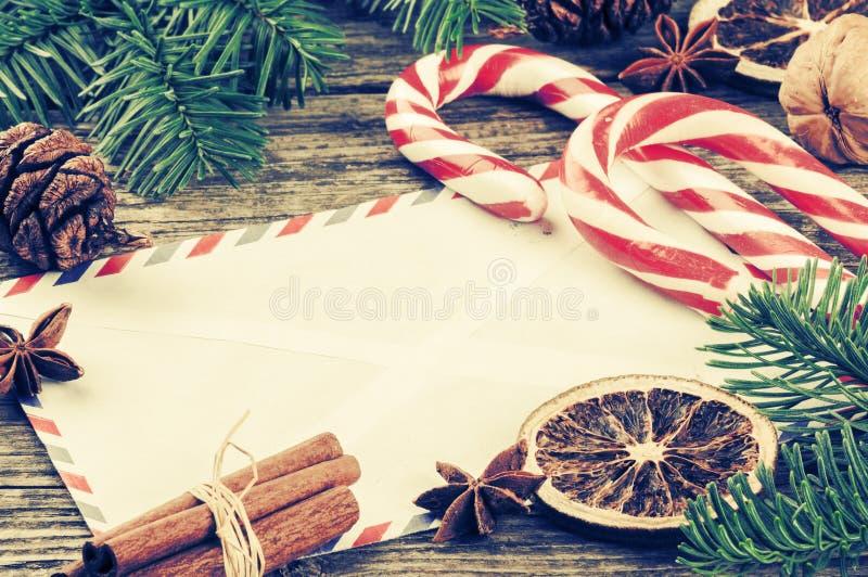 Struttura d'annata di Natale con la busta immagini stock
