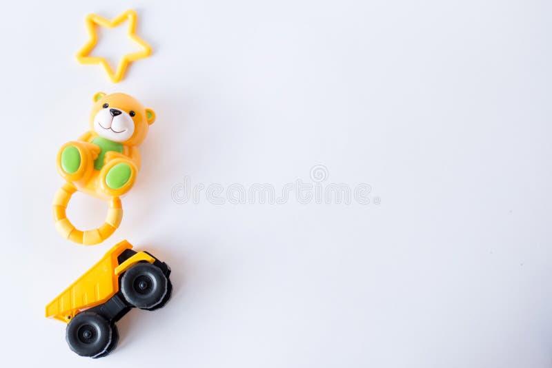 Struttura dei giocattoli dei bambini su fondo bianco Vista superiore Copi lo spazio per testo immagini stock