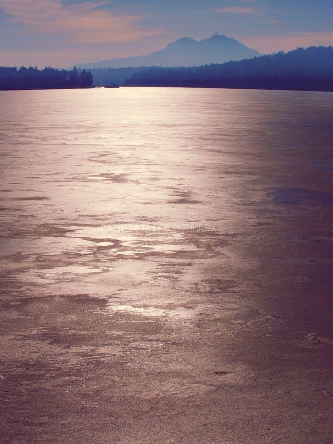 Struttura del mare congelato e del giorno soleggiato Fuoco selettivo fotografie stock