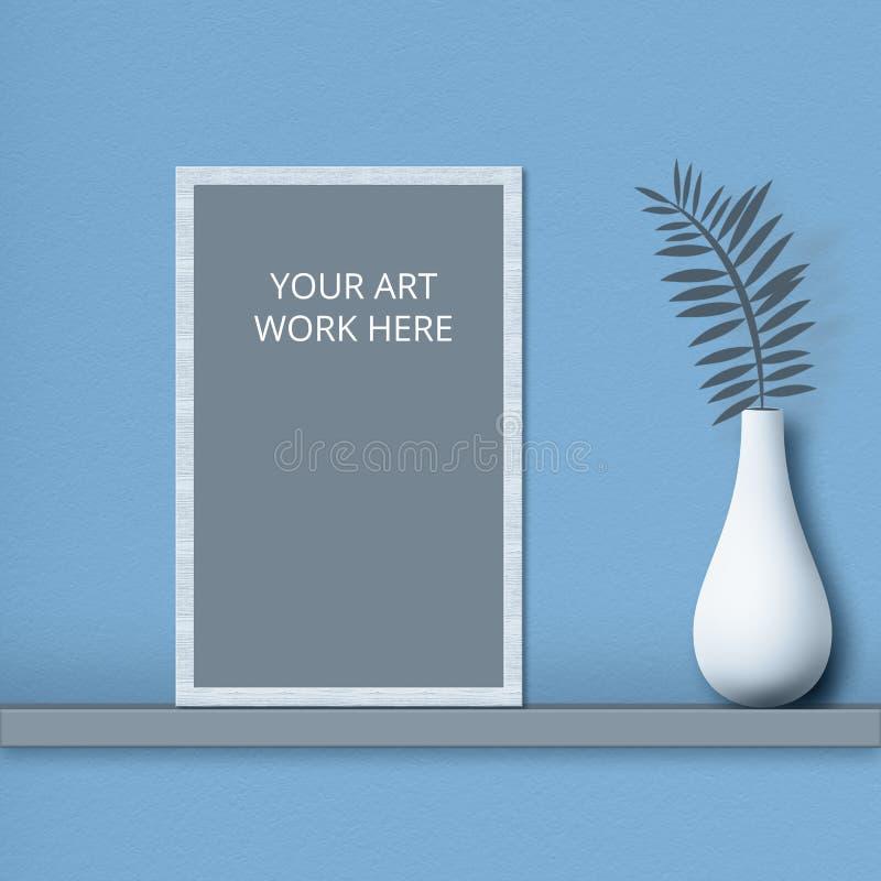 Struttura del modello per la vostra opera d'arte sullo scaffale vicino al vaso con la pianta isolata sopra fondo blu Colpo orizzo immagini stock