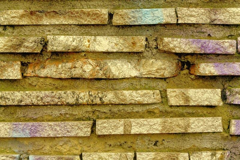 Struttura del muro di mattoni dell'acero di autunno di lerciume, fondo della pietra, superficie della roccia immagine stock libera da diritti