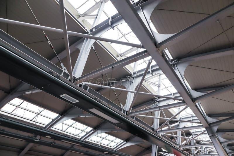 Struttura del tetto fatto di acciaio e di vetro fotografie stock