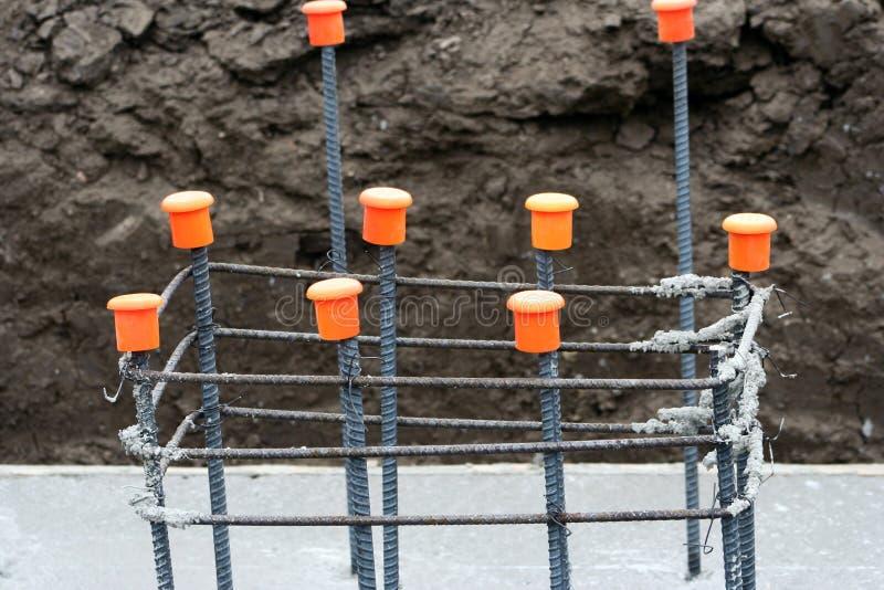Struttura del tondo per cemento armato per la costruzione della colonna immagini stock libere da diritti