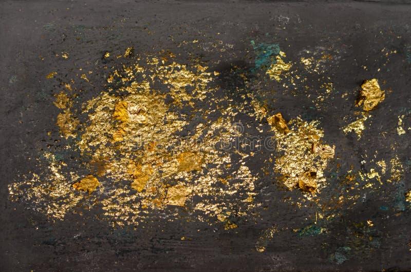 Struttura della foglia di oro, fondo dell'oro, immagine della sfuocatura dall'immagine di Buddha indietro, fondo della foglia di  fotografia stock