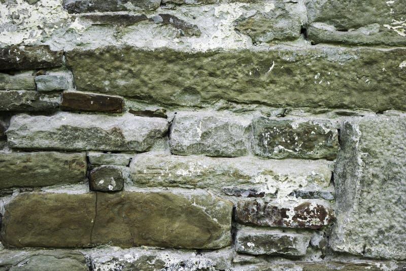Struttura della muratura, un frammento di una parete di pietra di un tempio antico del X secolo, fondo, contesto fotografie stock