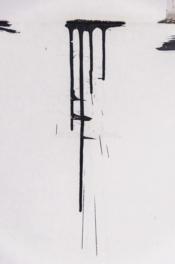 Struttura della parete di lerciume con la spruzzata nera della pittura o dell'inchiostro fotografie stock libere da diritti