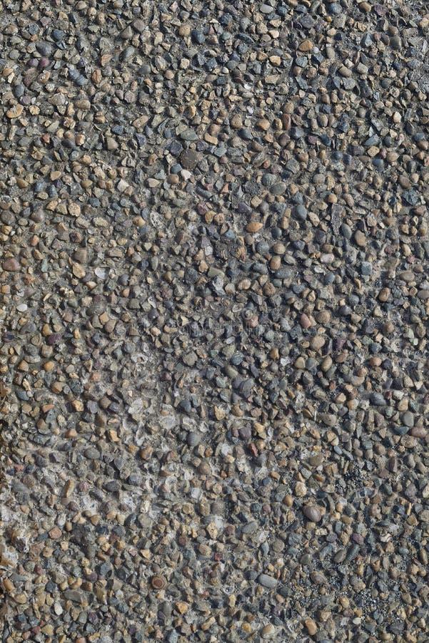 Struttura della parete di pietra di piccole pietre colorate fotografia stock